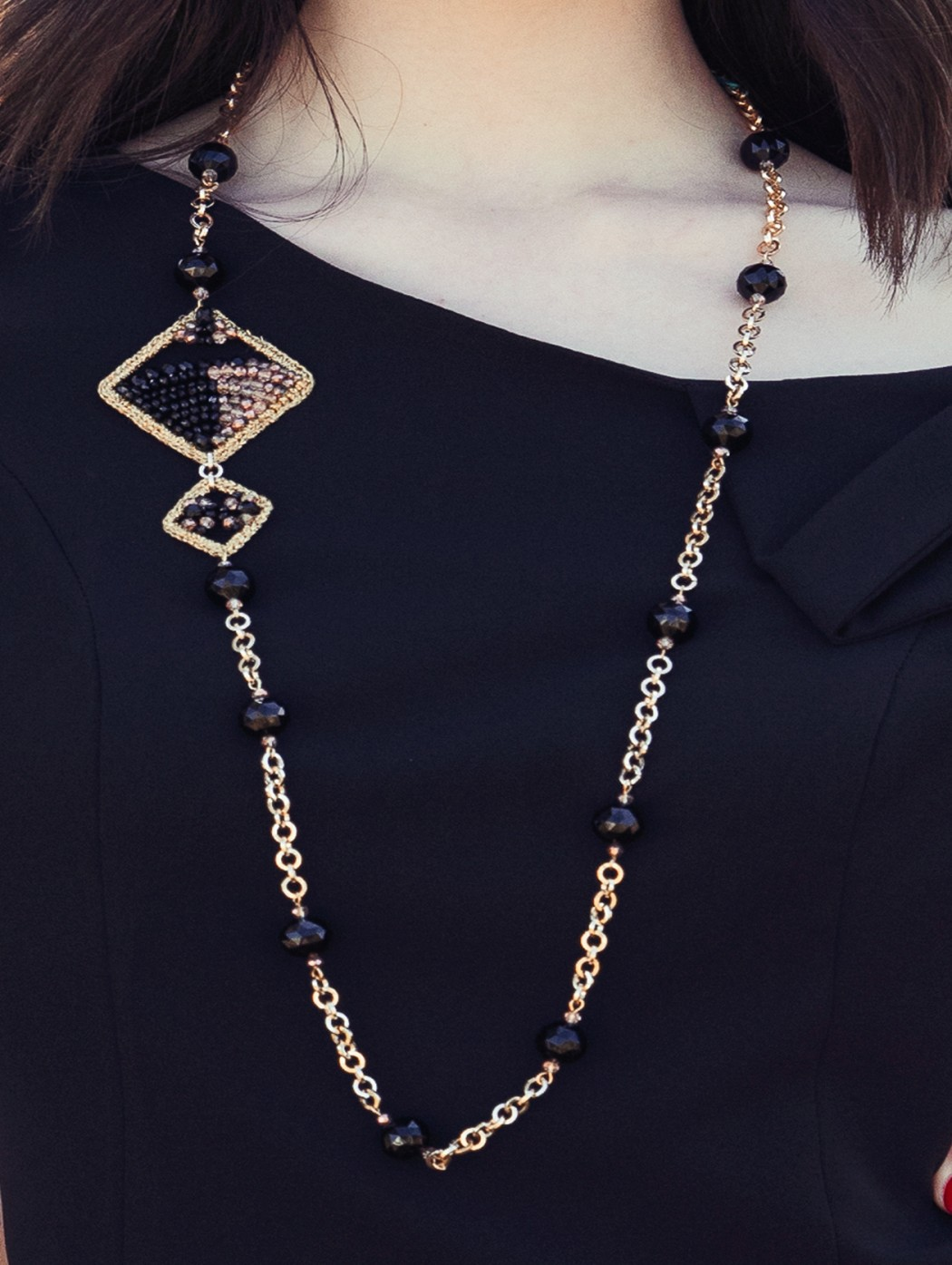 Long gold necklace whit...